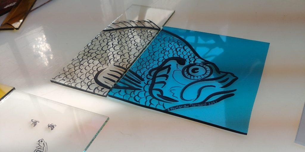 peinture sur verre représenant un poisson